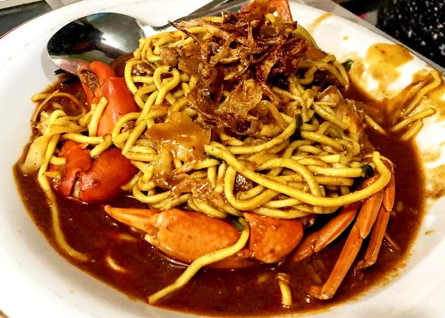 Mie Aceh dicampur kepiting