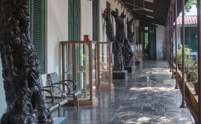 Museum seni rupa dan keramik Indonesia
