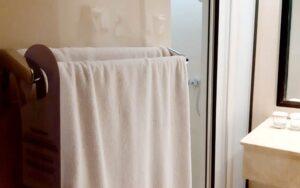 handuk hotel putih